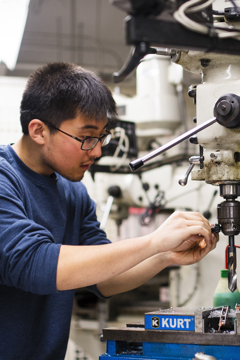Student working in mechanical engineering lab